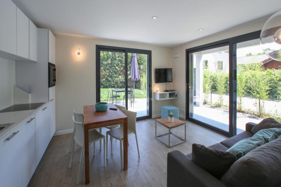ciel. Black Bedroom Furniture Sets. Home Design Ideas